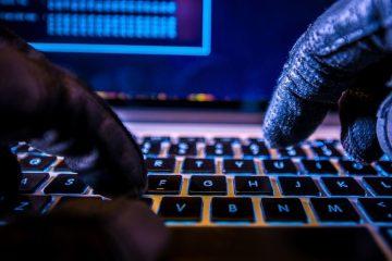 Киберпреступники грабят банкоматы при помощи ноутбуков, подключенных напрямую к диспенсерам. При этом мошенники применяют легальные программы.